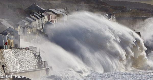 Cornish Waves - Cliff Hide
